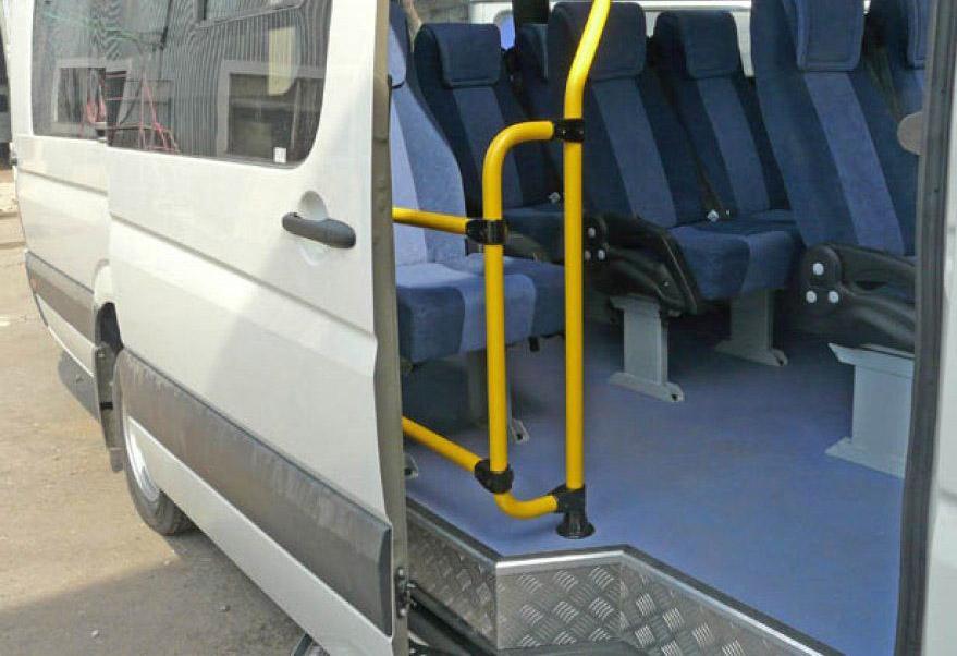 Отделка противоскользящими порогами салона автотранспорта