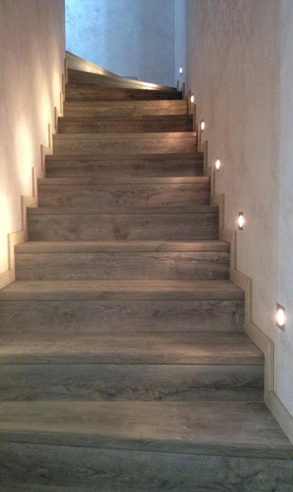 Отделка лестницы ламинатом Quick-Step 1405