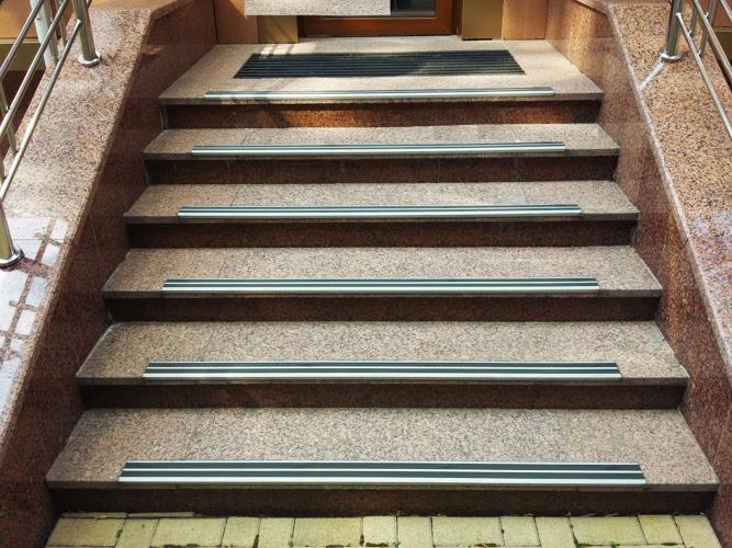 Уголок для ступенек лестниц АУ-72
