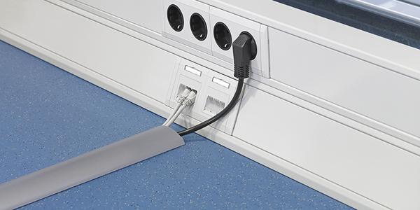 Алюминиевый порог для прокладки кабелей по полу