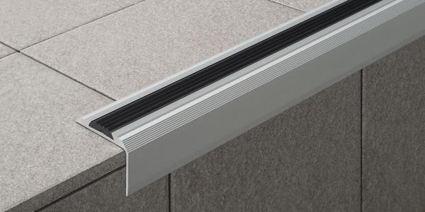 Как вставить противоскользящие резинки в алюминиевые пороги?